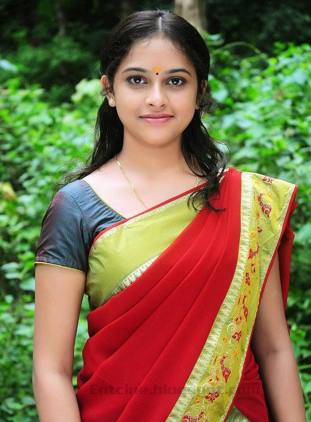 Sri Divya Saree Stills, Telugu Actress Sri Divya Saree Photo Gallery