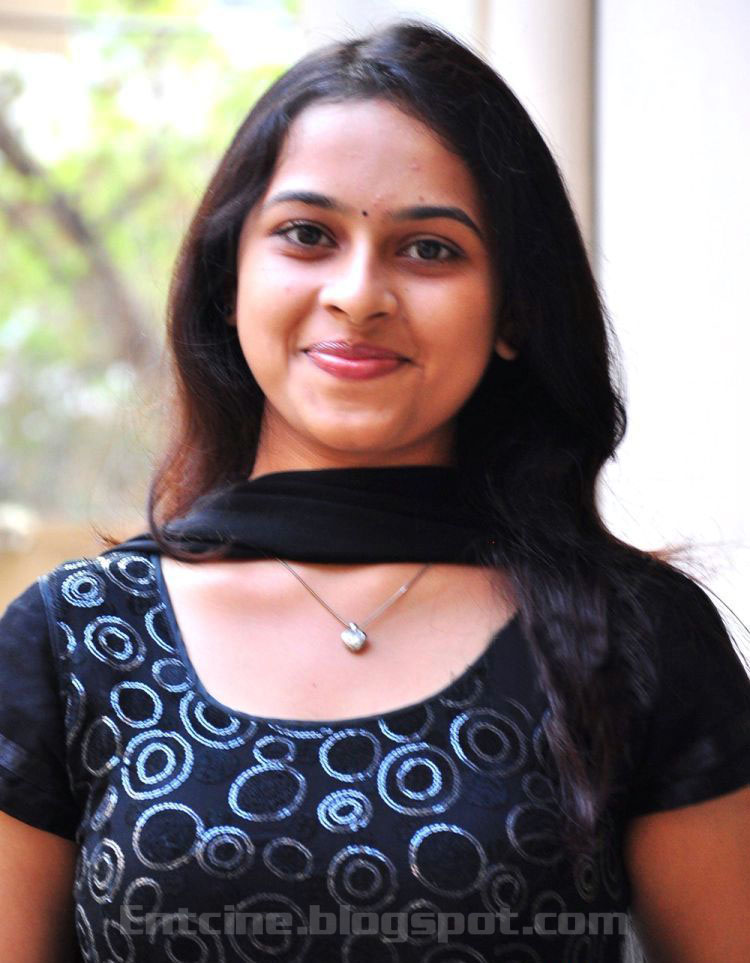 Actress Sri Divya Photos: Sri Divya