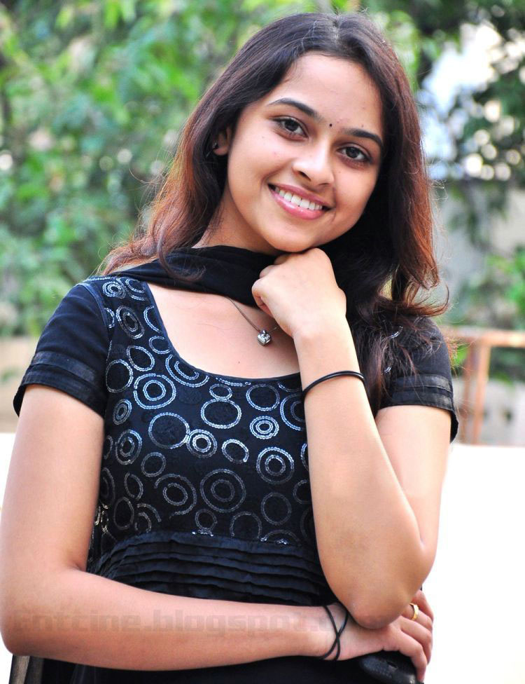 Actress Sri Divya Photos: >Sri Divya Latest Photo Gallery, Actress Sri Divya Latest